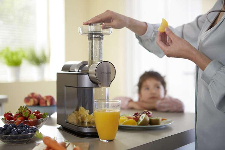 С помощью соковыжималки Philips HR1897 свежий сок всегда будет на столе